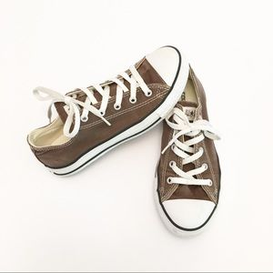 Youth Light Brown Low Top Converse Sneakers (3Y)